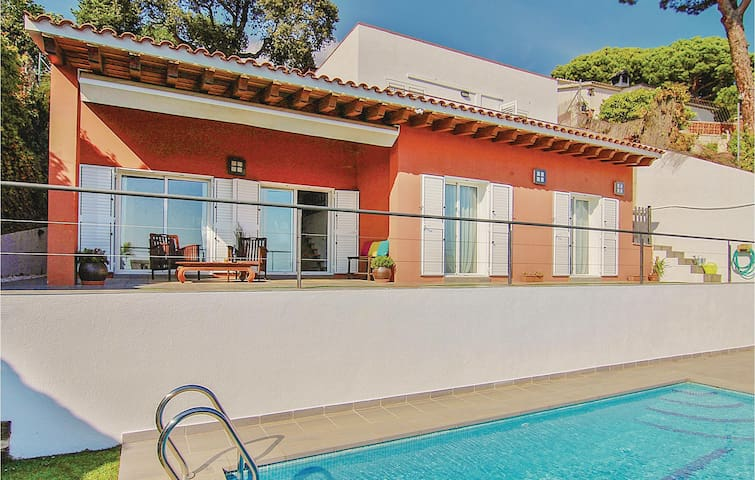Holiday cottage with 4 bedrooms on 140m² in St Cebria de Vallalta