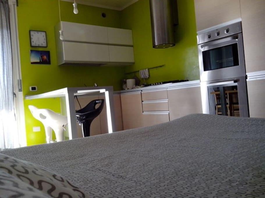 Angolo cucina  (visto dal letto matrimoniale)
