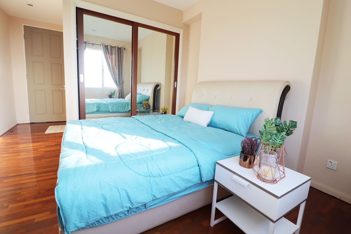 Master Bedroom with Private Bathroom : Cozy, Clean and Spacious