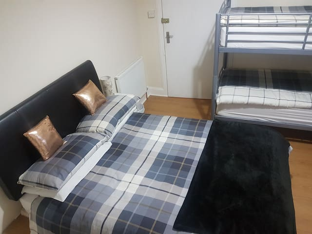 9 Ardconell Terrace Room 1