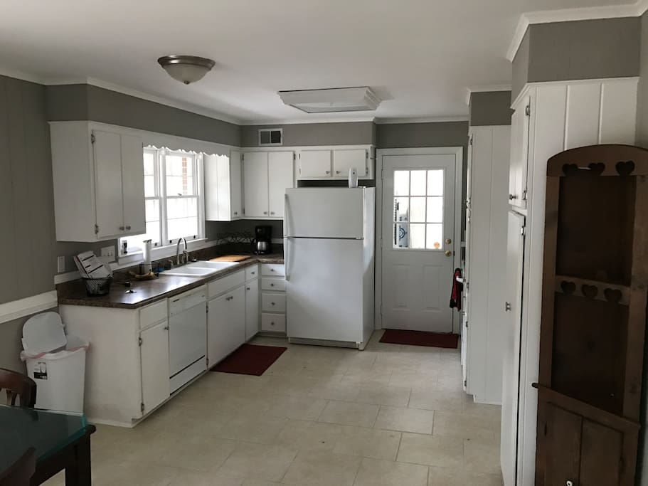 Large and open dine in kitchen with everything you'd expect. Full fridge, oven and stove, dishwasher, microwave and toaster oven. If you'd like to cook, all the pots and pans are readily available. There's even spices above the stove!