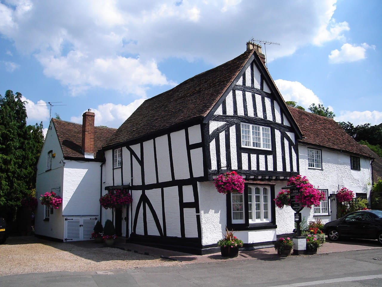 500 year old cottage located in Warwick
