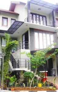 Villa Mawar Dago Resort Bandung - Babakan Ciparay - Villa