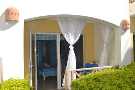 DOMINICUS, STUDIO WITH POOLSIDE PATIO -MONICA - Flat