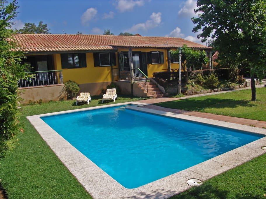 Casa con jard n y piscina muy cerca de la playa casas en for Apartamentos con piscina y playa
