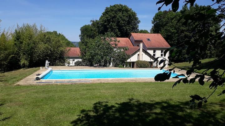 Belle demeure avec parc et piscine (40' de Paris)