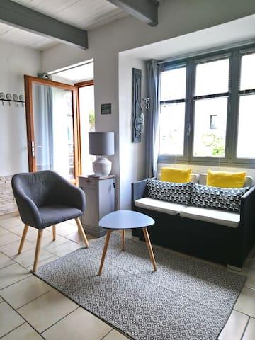 Petit salon, banquette 2places + 1 fauteuil
