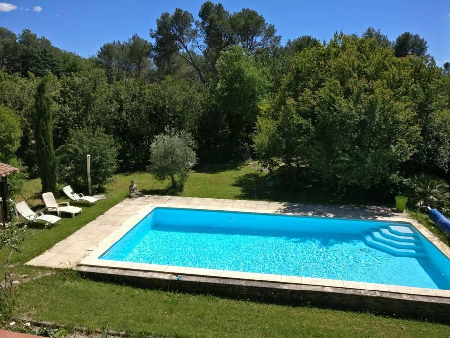 Beau t2 dans cadre agr able avec piscine apartments for for Piscine cabries