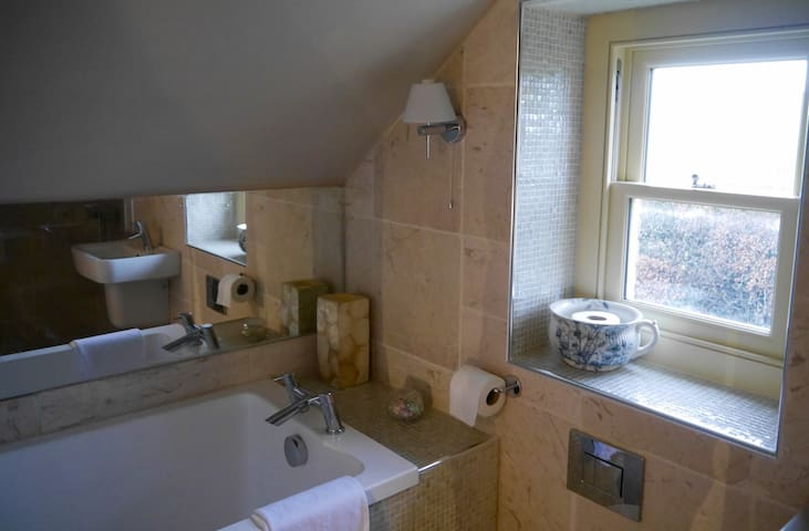 Bwthyn Bach, Whitland - Whitland - House