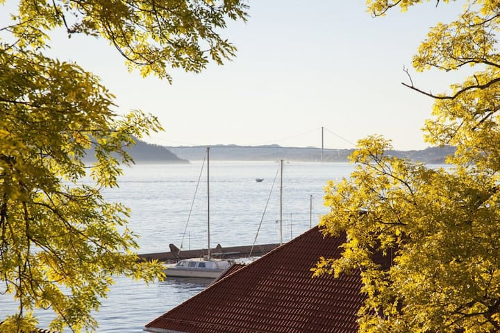 Anex ved sjøen i gamle Bergen. 5 min til sentrum