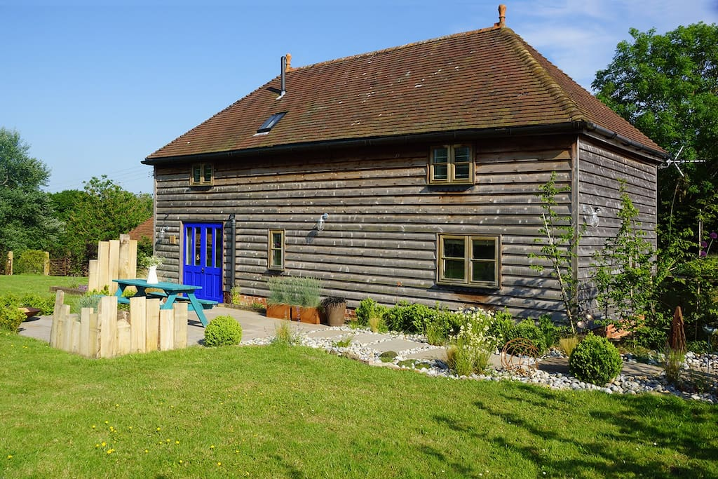The hay barn at eatonden manor farm barns for rent in for Stonegate farmhouse