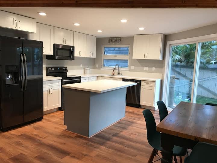 Modern  North Shore Getaway - 30 Day Rental