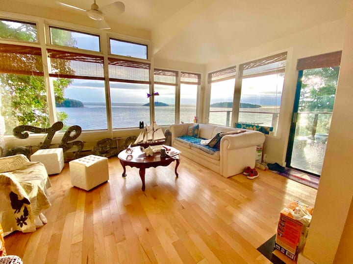 Great views queen or king room in waterfront house