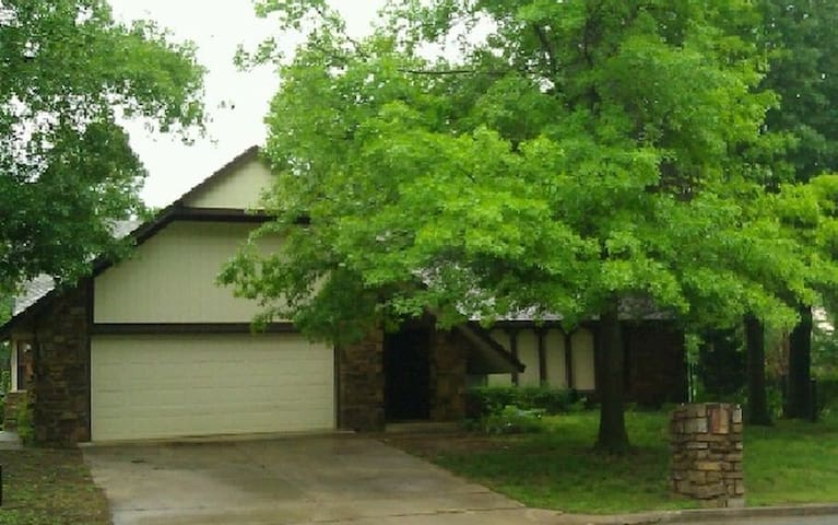 Entire Upscale South Tulsa Home Quiet Location - Tulsa - Ev