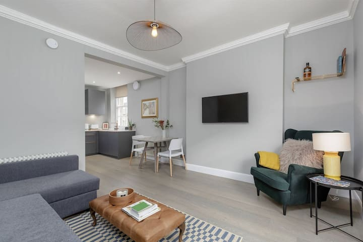 Stunning City Centre Apartment- Young Street