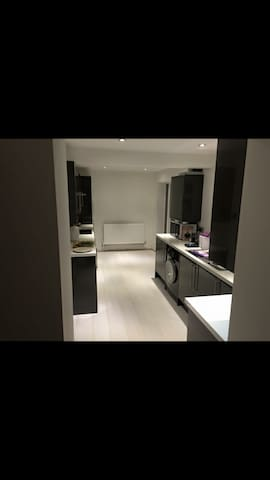 Double bedroom, beautiful clean house - Bilston - Casa