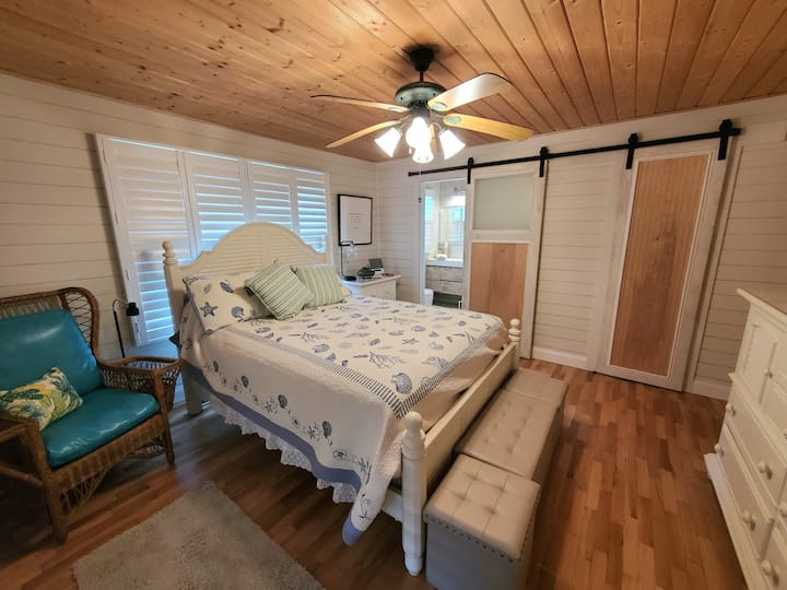 Oak  and Tide   Guest  Room