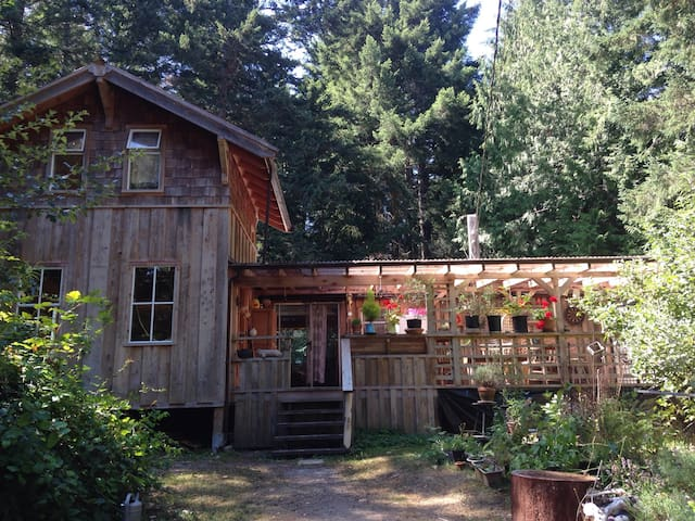 Sweet Gulf Island Cabin by Ocean - Galiano Island - Chatka