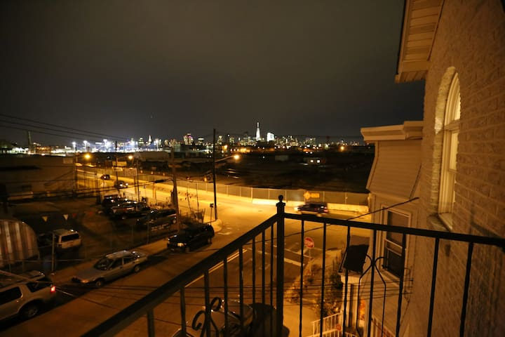 Private bedroom with wonderful view of NYC