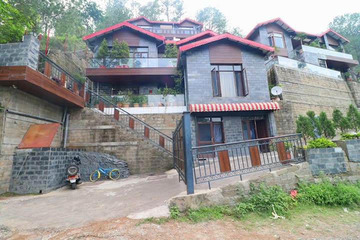 OYO - Early Bird Special! - Spacious 1BR Home in Kasauli