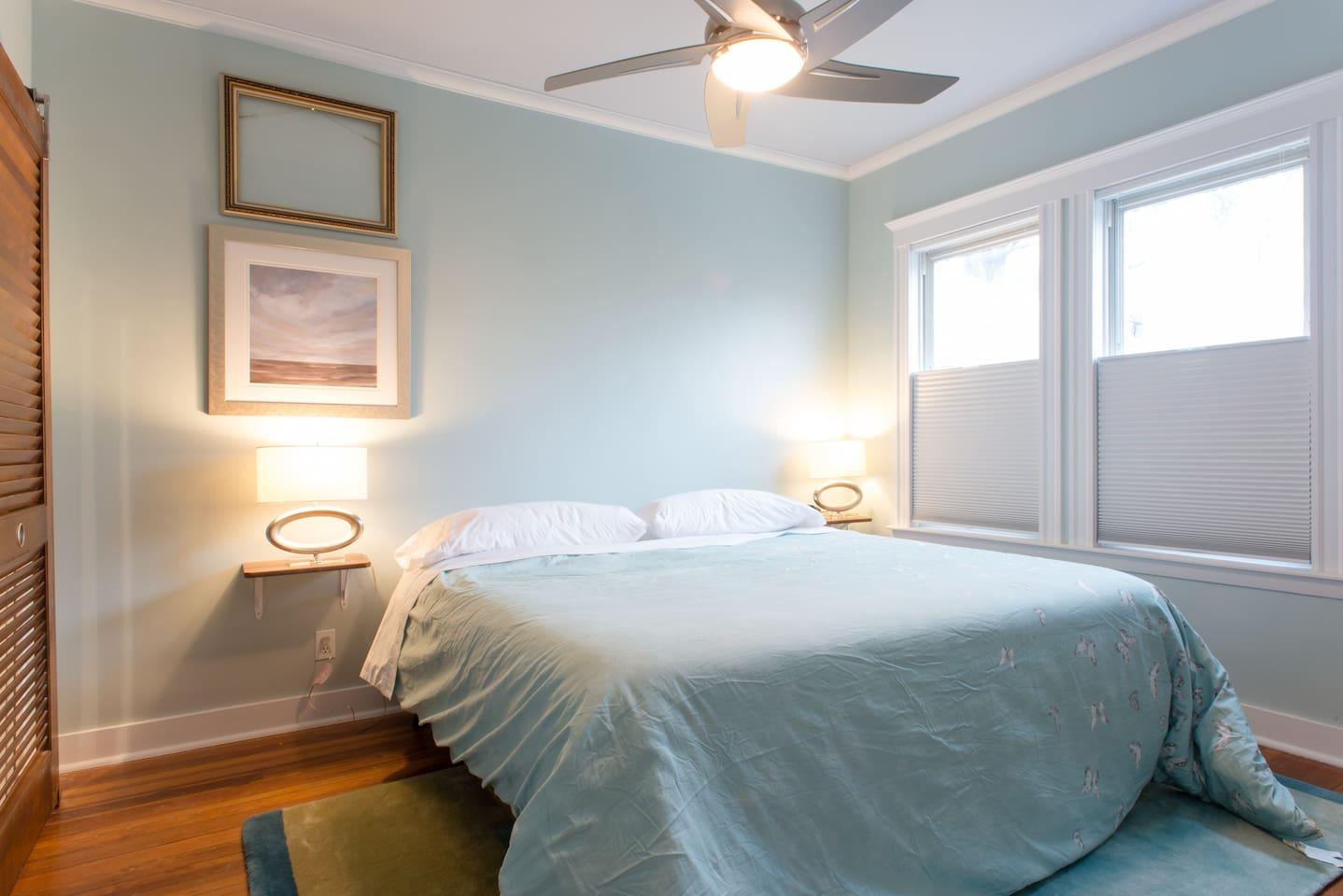 King memory foam Casper bed with cotton bedding.  Super comfy.