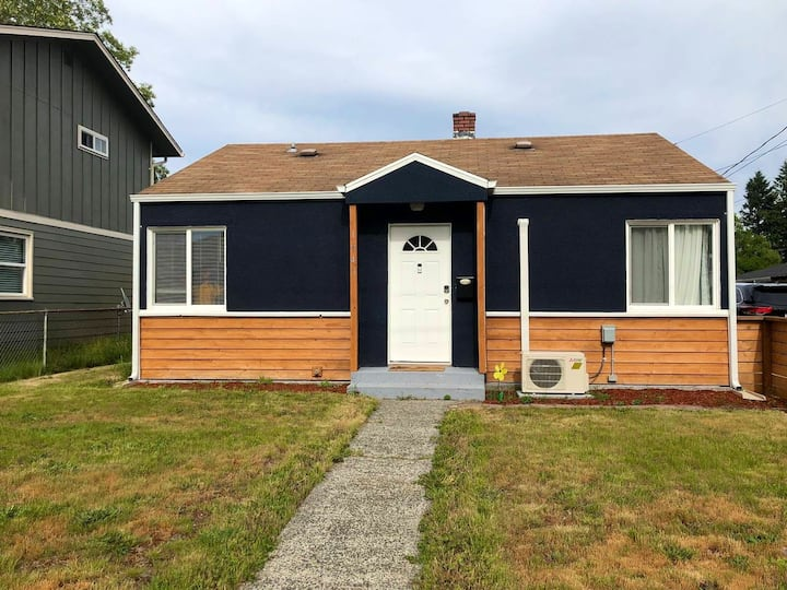 Welcome to S. Rochester in Tacoma! 2BR, 1BA house!