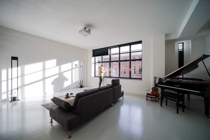 Historic luxury apartment across Veerhaven harbour