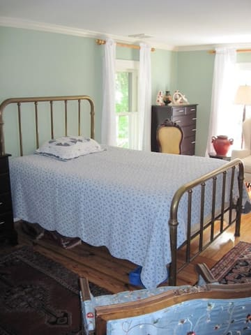 Cozy Older Home near Stony Brook University - Saint James - Bed & Breakfast