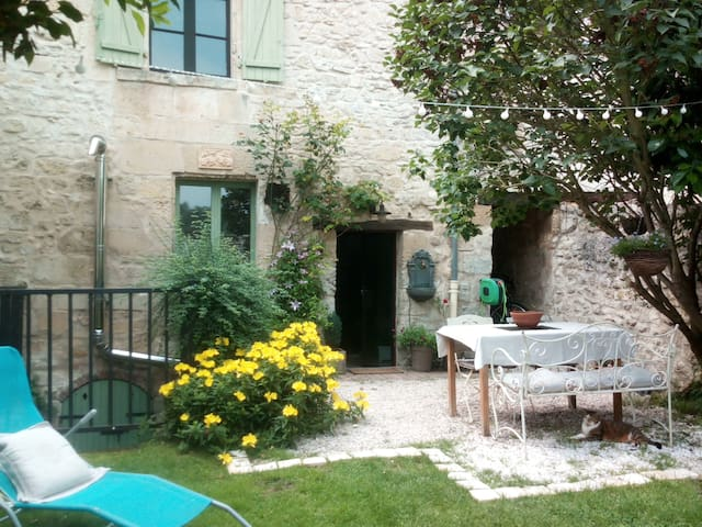 VERBERIE Townhouse with garden, breakfast included