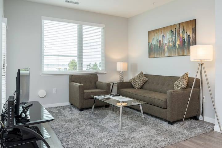 Modern & Stylish 2BR in Menlo Park with Pool