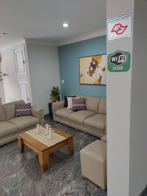 Flat localizado no Centro de Águas de São Pedro, em um dos melhores condomínios da cidade, com recepção 24h e vaga de garagem coberta, conta com serviços de Hotel.