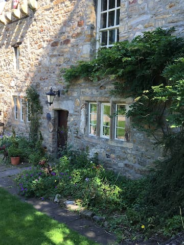 Historic 12th Century 2 bed ground floor apartment