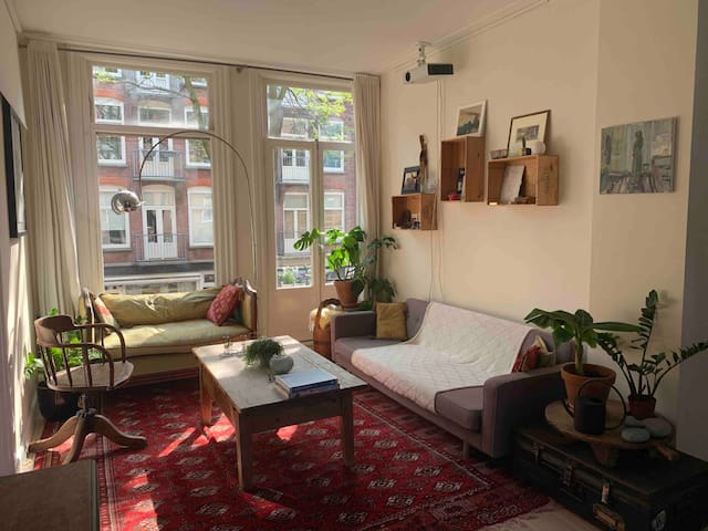 19th Century cosy apartment in great location!