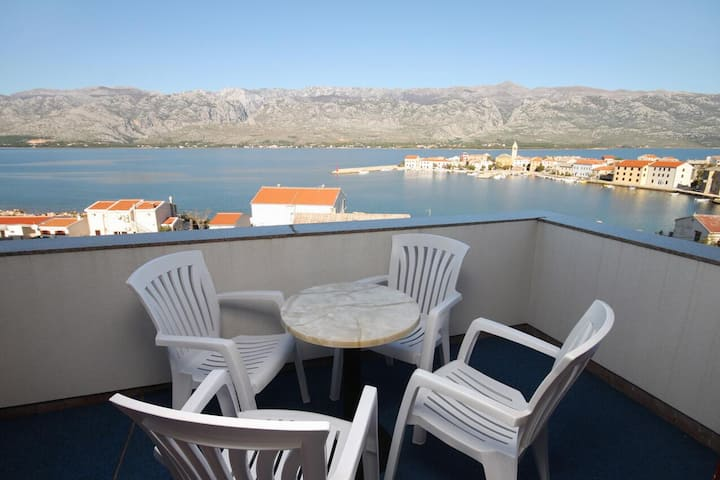 Two bedroom apartment with terrace and sea view Vinjerac, Zadar (A-5811-b)