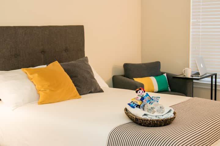 Neat and Comfy Private Room/Close to IAH Airport ♥