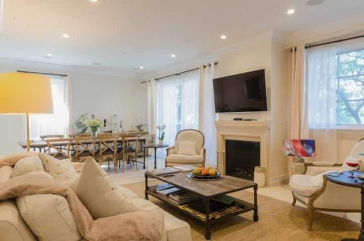 Beautiful 2 bedrooms apartment in Beverly Hills