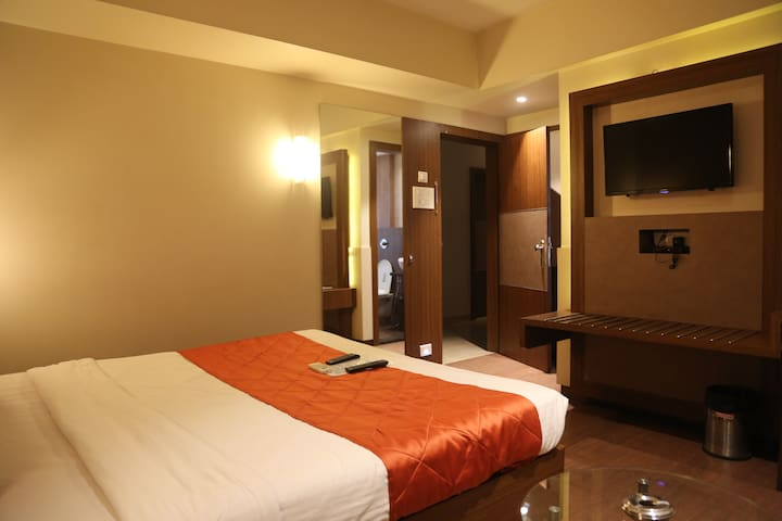 Female run Hotel room in Navi Mumbai Mahape