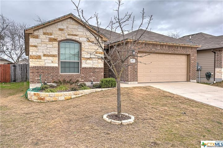 Modern Home Close to Conveniences in North Lake