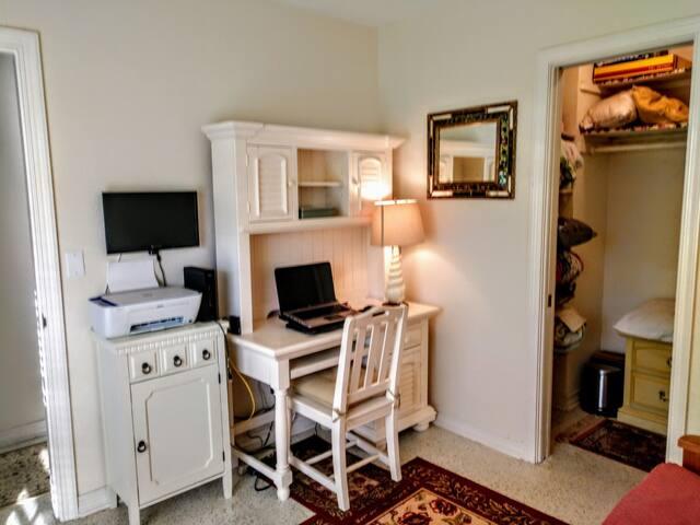Office/Kids Bedroom - Bunk Beds.