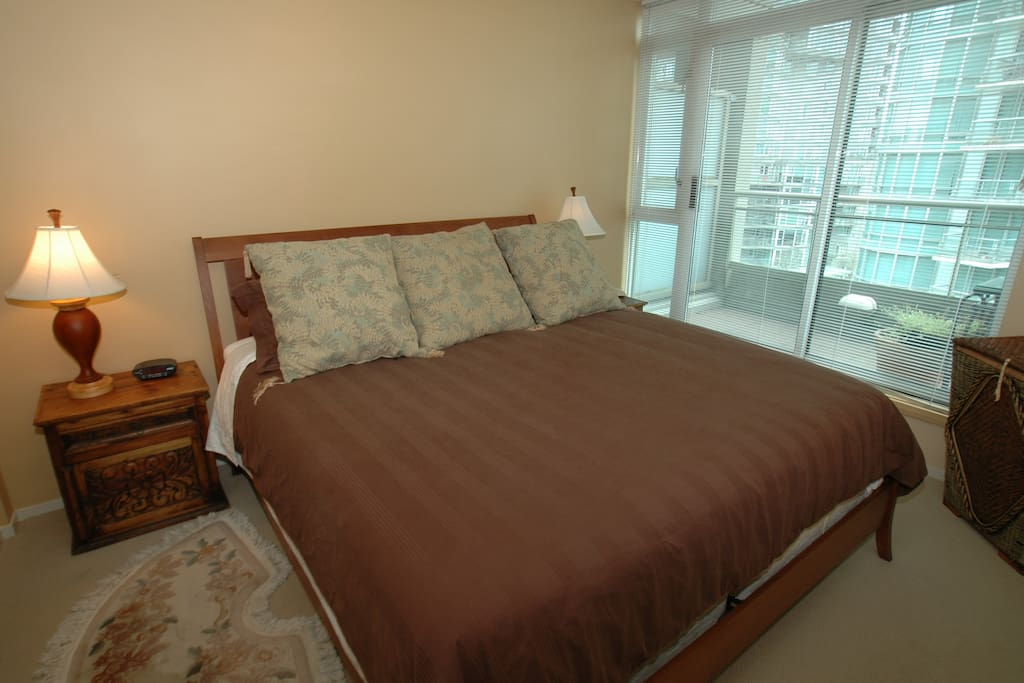 King Size  bed with walk in closet and ensuite