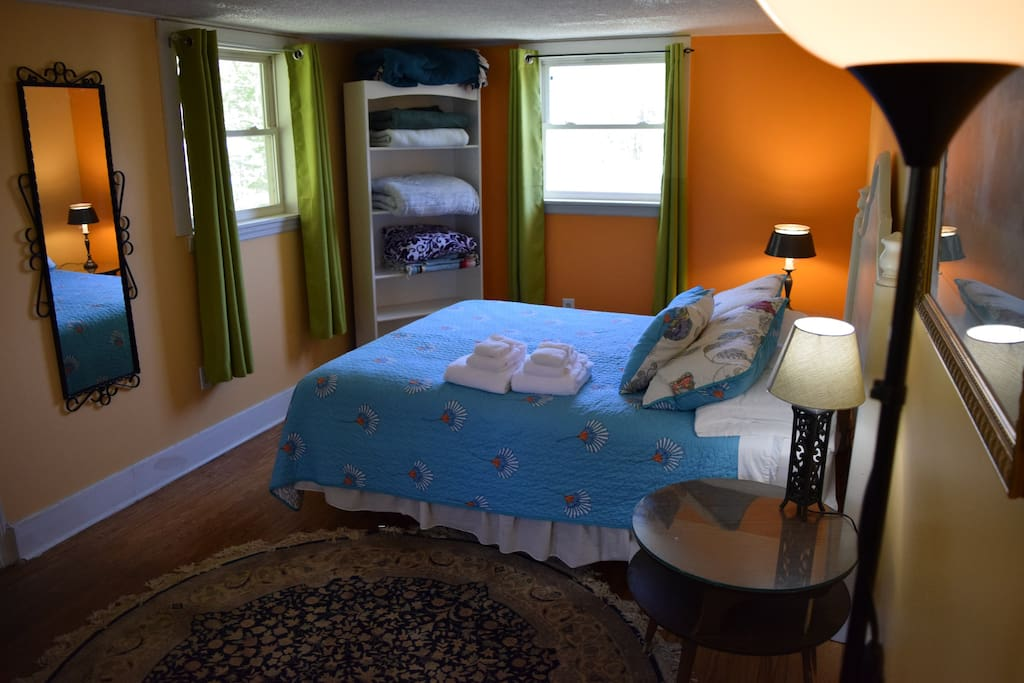 Large back bedroom - Nice and quiet