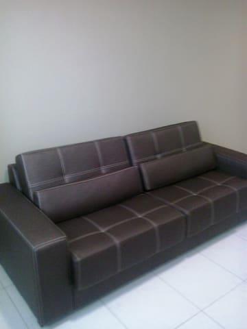 sala: sofá retrátil
