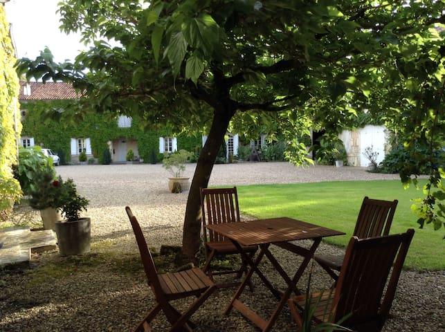 """Suite """"Kribi"""" au LOGIS DE GUITRES (4 épis charme) - Chassors - ที่พักพร้อมอาหารเช้า"""