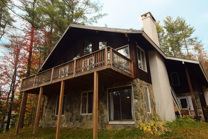 Londonderry Chalet Nestled in the Woods!