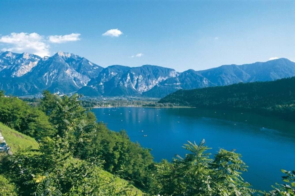 Il lago di Levico a 15 minuti.