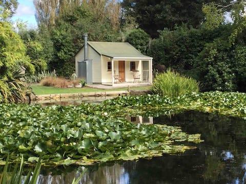 "Chalupa u jezera, ""Coniston"" Ashburton"
