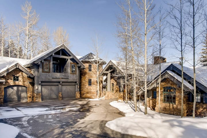 ELEGANT ROCKY  MOUNTAIN RETREAT