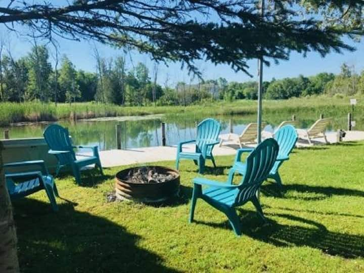 T&J Cozy Cottages Waterfront w/Perfect Location