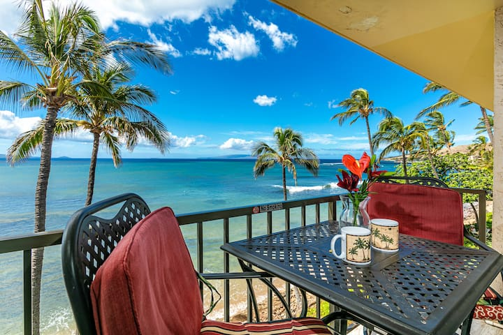 Relax on the ocean front lanai. Take in views of Sugar Beach, the mountains, Island of Lanai, and Molokini Crater.