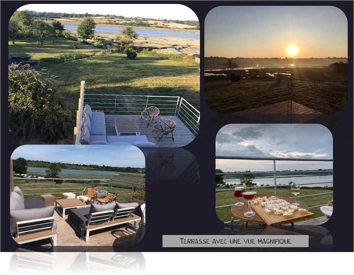 Maison avec très belle vue sur mer et campagne